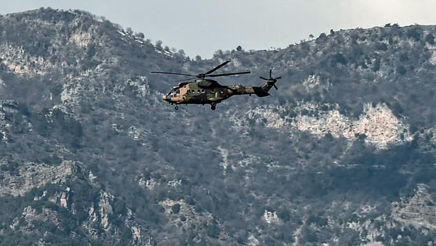 Ein türkischer Militärhubschrauber über der Region Afrin