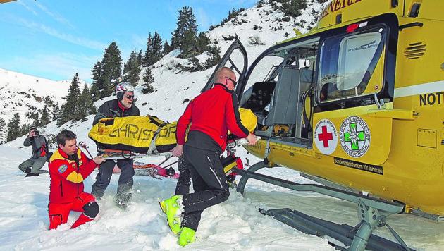 Eine Mühlviertlerin starb beim Skifahren in Saalbach-Hinterglemm (Symbolbild). (Bild: Kronen Zeitung)