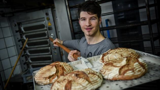 Oliver Raferzeder mit dem Adam Apfel, dem Neuzugang im Brotsüchtig-Sortiment. (Bild: Markus Wenzel)