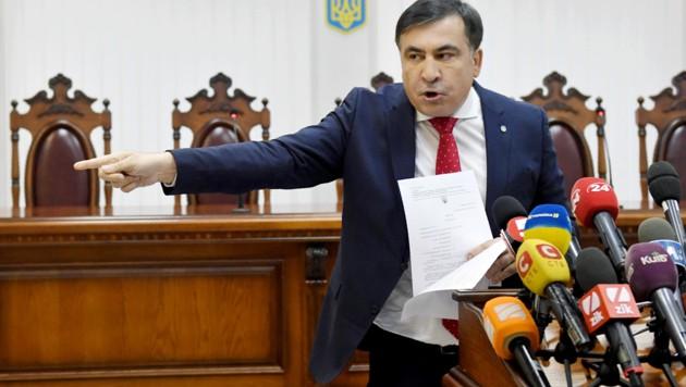Ein erzürnter Saakaschwili Mitte Jänner vor einem ukrainischen Gericht (Bild: APA/AFP/Sergei SUPINSKY)