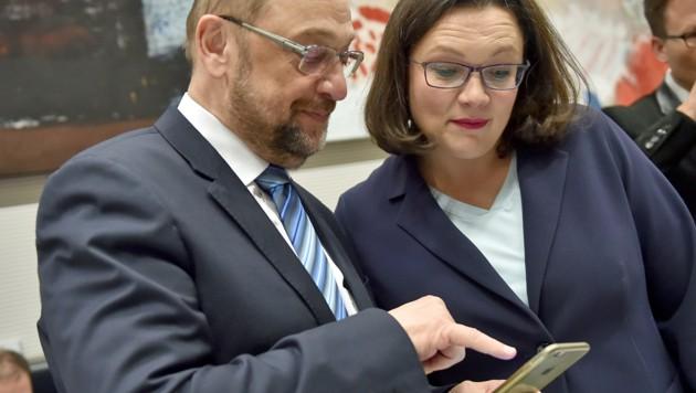 Der scheidende Parteichef Schulz und die neue starke SPD-Frau Andrea Nahles (Bild: APA/AFP/DPA/Britta Pedersen)