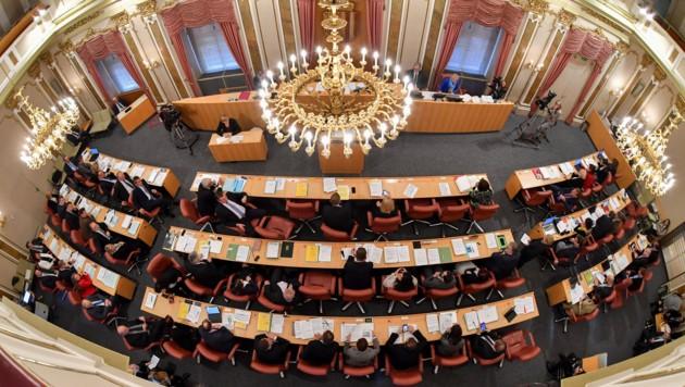 Im Linzer Landhaus tagt der Kontrollausschuss zur Affäre in der Gemeindeaufsicht des Landes. Am 1. Mörz folgt dazu der Landtag, der hier symbolisch bei einer Plenarsitzung zu sehen ist. (Bild: © Harald Dostal / 2017)