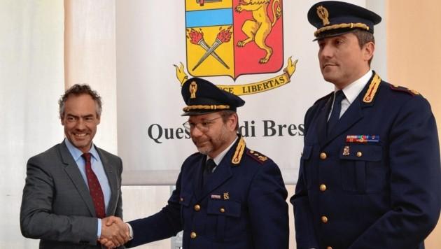 Erfolg verkündet: Gottlieb Türk mit italienischen Kollegen (Bild: Landespolizeikommando)
