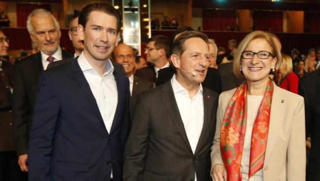 Bundeskanzler Sebastian Kurz, der Kärntner ÖVP-Spitzenkandidat Christian Benger und Niederösterreichs Landeshauptfrau Johanna Mikl-Leitner (Bild: APA/GERT EGGENBERGER)