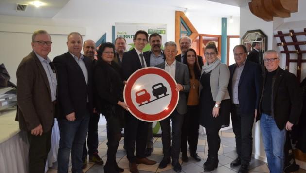 Vertreter der ÖVP Leibnitz fordern eine dritte Autobahnspur (Bild: Jakob Traby)