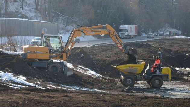 Die Arbeiten für die neue Anschlussstelle Greißenegg sind bereits angelaufen. (Bild: Jakob Traby)
