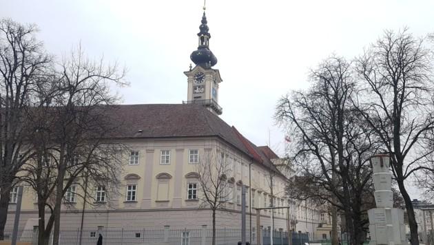 Hinter den Mauern des Linzer Landhauses geht es politisch nicht immer mit rechten Dingen zu. (Bild: Werner Pöchinger)