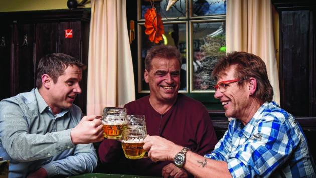 Nicht alle Stammgäste im Gösser Bräu in Wels stoßen auf das generelle Rauchverbot im Lokal an. Dieses gilt ab 1. April. (Bild: Markus Wenzel)