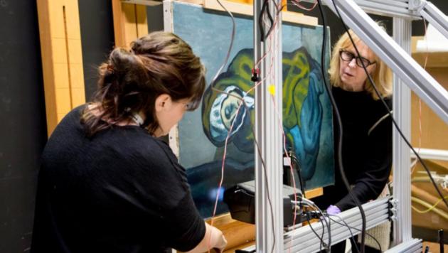 Ein Röntgenfluoreszenzgerät scannt das Gemälde. (Bild: Art Gallery of Ontario)