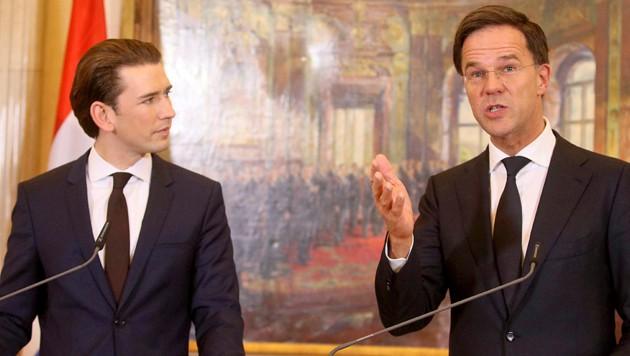 Der niederländische Premier Mark Rutte stimmte bereits Anfang Jänner bei seinem Besuch in Wien mit Bundeskanzler Sebastian Kurz überein, dass der Brexit keine Mehrbelastung für die EU-Nettozahler bringen dürfe. (Bild: AP)