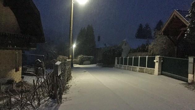 Verschneite Straßen Dienstagfrüh am Stadtrand von Wien