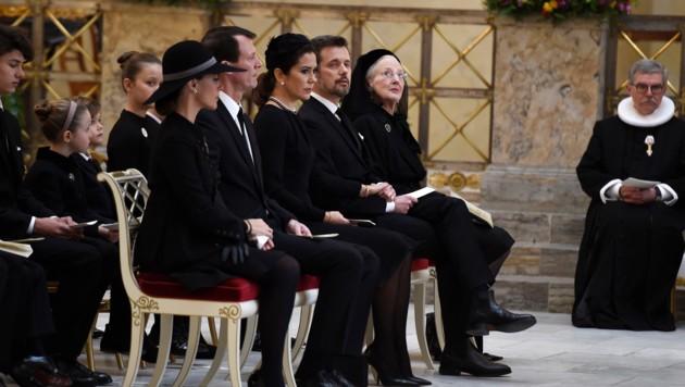 Die Mitglieder des dänischen Königshauses nehmen Abschied von Prinz Henrik.