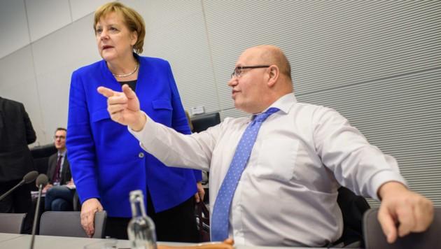 Angela Merkel und Peter Altmaier (Bild: AFP)