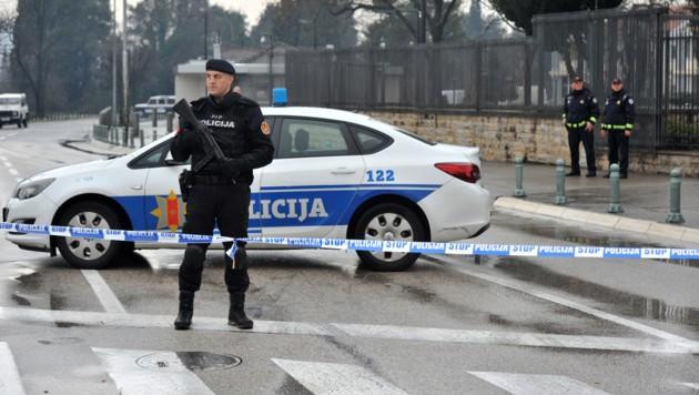 Das Gelände rund um die Botschaft wurde weiträumig abgesperrt. (Bild: AFP)