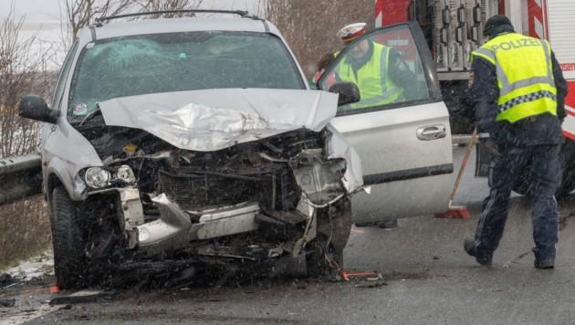 Beim Zusammenstoß zweier Pkw Freitagmittag in Sierning ist ein Fahrzeuglenker ums Leben gekommen. (Bild: FOTOKERSCHI.AT/KERSCHBAUMMAYR)