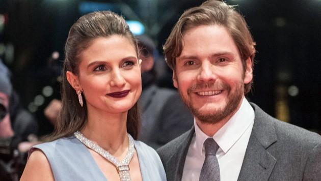 Daniel Brühl und Felicitas Rombold sind seit sieben Jahren ein paar und haben seit 2016 einen Sohn. Nun haben die Eltern einander geheiratet. (Bild: AFP)