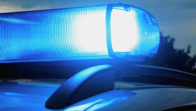 Auf Anhaltezeichen, Blaulicht und Folgeton reagierte der junge Mann nicht - und raste davon.