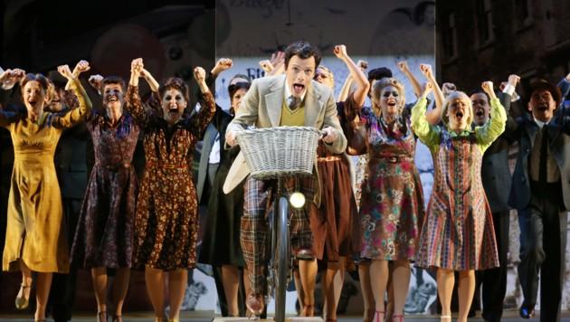 """Publikumsliebling Rob Pelzer brilliert auch im neuen Musical """"Betty Blue Eyes"""" (Bild: Reinhard Winkler)"""