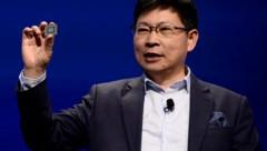 Huawei-Chef Richard Yu bei der Präsentation des 5G-Chips HiSilicon Kirin 990. (Bild: AFP)