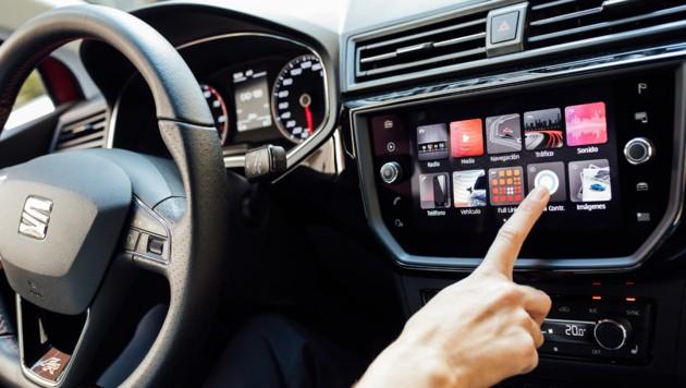 Das Smartphone und seine Apps sind aus dem modernen Auto nicht mehr wegzudenken. (Bild: Seat)