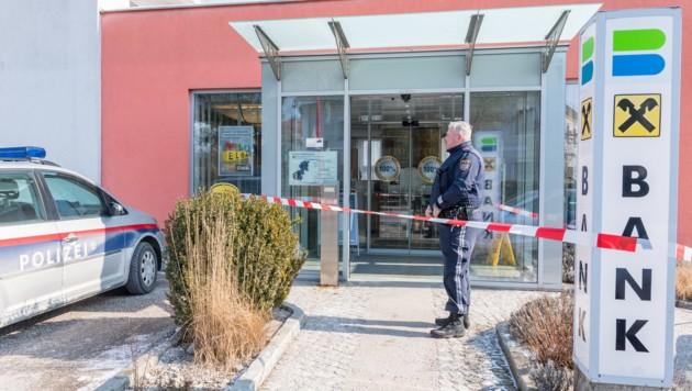 Der Bankräuber war kaum drei Stunden nach dem Überfall auf die Raiffeisen-Filiale in Kronstorf geschnappt