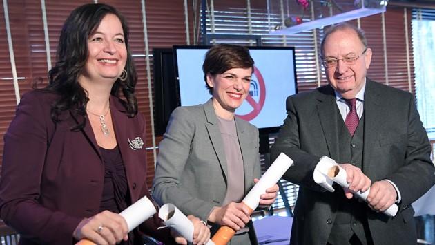 Sima (li.) mit Rendi-Wagner und Verfassungsjurist Bernd-Christian Funk bei der Pressekonferenz