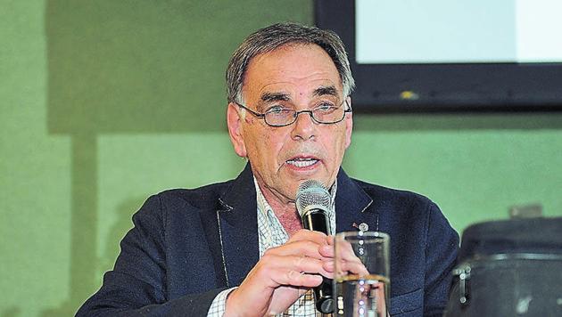 Günther Bsirksy von der Generalverkehrsplanung des Landes OÖ informierte die Bürger in Altmünster