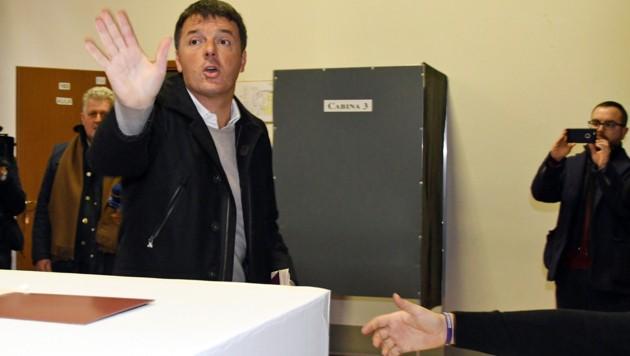 Matteo Renzi bei der Stimmabgabe