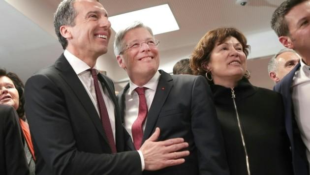 SPÖ-Chef Christian Kern gratuliert dem Kärntner Landeshauptmann und SP-Spitzenkandidaten Peter Kaiser.