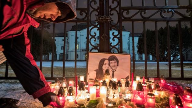 Große Trauer um Jan Kuciak und seine ebenfalls ermordete Freundin Martina Kusnirova (Bild: APA/AFP/ALEX HALADA)