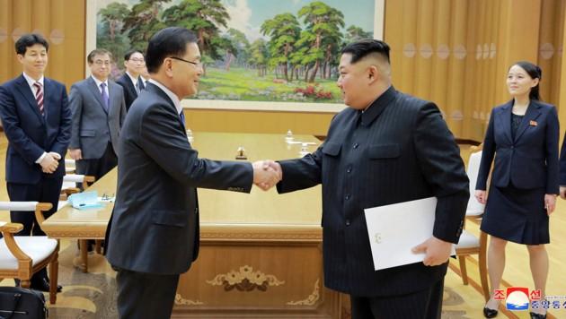 Südkoreas Sicherheitsberater Chung Eui Yong (li.) mit dem nordkoreanischen Diktator Kim Jong Un