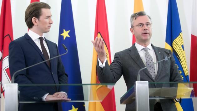 Sebastian Kurz (ÖVP) und Norbert Hofer (FPÖ) bei einer Presskonferenz unter Türkis-Blau (Bild: APA/GEORG HOCHMUTH)