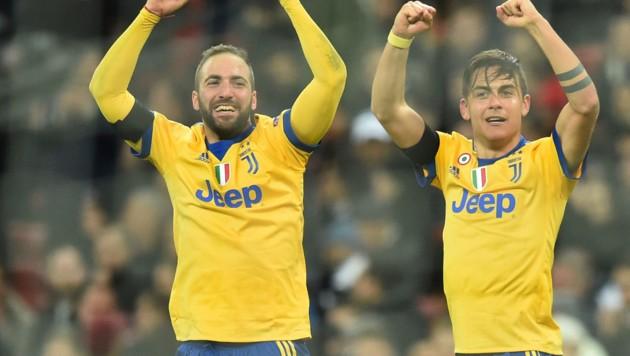 Da jubeln sie, die Juve-Argentinier Gonzalo Higuain und Paulo Dybala! (Bild: AFP)