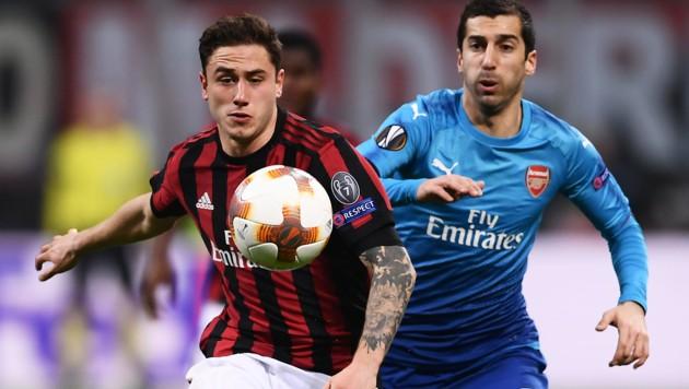 Mailands Davide Calabria (li.) im Zweikampf mit Arsenals Henrikh Mkhitaryan (Bild: AFP)