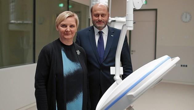 SPÖ-Gesundheitsstadträtin Sandra Frauenberger mit KAV-Manager Herwig Wetzlinger im KH Nord (Bild: Gerhard Bartel)