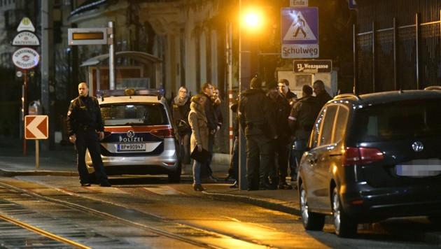 Polizeikräfte vor der iranischen Residenz in Wien-Hietzing