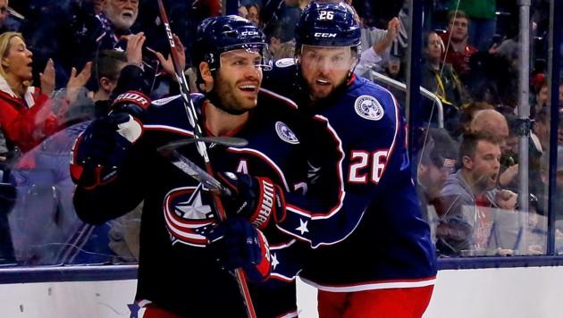 Boone Jenner (li.) und Thomas Vanek bejubeln den Sieg ihrer Blue Jackets (Bild: APA/AFP/GETTY IMAGES/Kirk Irwin)