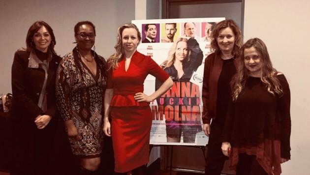 Elaine Delvalle, Yvonne Mc Cormack-Lions, Nina Proll mit Ursula Wolschlager und Christina Kallas in New York (Bild: Nina Proll)