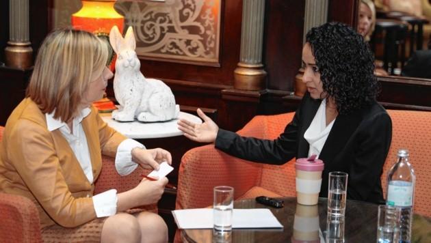 Manal al-Sharif, die erste Frau bei den Saudis am Steuer, im Gespräch mit Conny Bischofberger