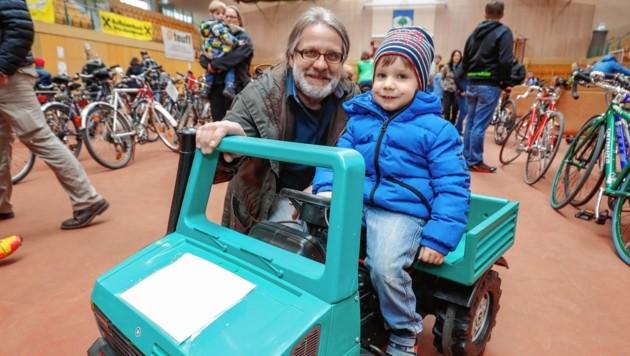 Werner ist für seinen dreijährigen Sohn Tim fündig geworden. (Bild: Markus Tschepp)