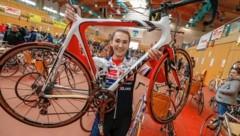 """Katrin Schindlmaister (16) ist eine der 70 ehrenamtlichen Helfer. Ihre Eltern und ihr Bruder sind Mitglieder beim Walser Radclub. """"Ich habe wegen der Schule leider keine Zeit dafür."""" (Bild: Markus Tschepp)"""