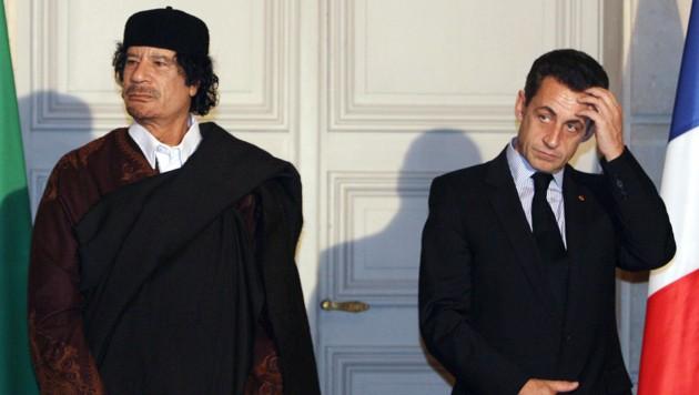 Gaddafi und Sarkozy (Bild: AP)