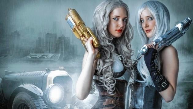 Zwillingsschwestern: Sarah Kirchsteiger (links) alias Yuki und Anika alias Yuna sind zusammen Yuyu Cosplay (Bild: Andreas Karch/zVg)