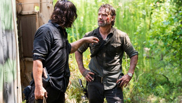 "Norman Reedus als Daryl Dixon, Andrew Lincoln als Rick Grimes in ""The Walking Dead"""