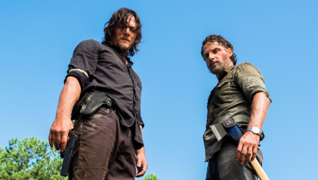 "Charles Halford als Yago, Norman Reedus als Daryl Dixon in ""The Walking Dead"""