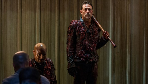 "Jeffrey Dean Morgan als Negan, Seth Gilliam als Father Gabriel Stokes in ""The Walking Dead"""