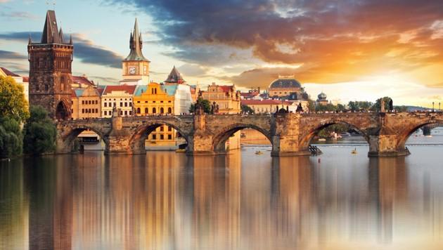 Die imposante Karlsbrücke in Prag