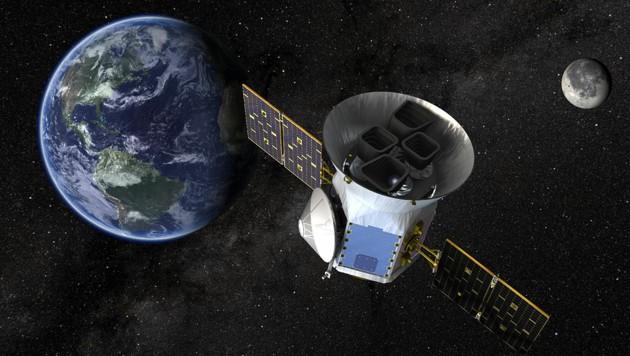 Künstlerische Darstellung: Das Teleskop TESS im Weltall (Bild: NASA)