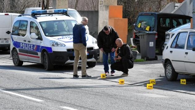 Polizeikräfte in der Ortschaft Carcassonne (Bild: EPA)