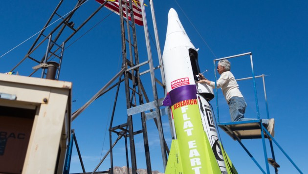 Mike Hughes bei Arbeiten an seiner Eigenbau-Rakete